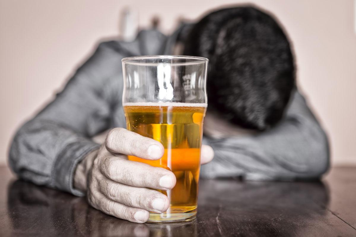 На фоне алкоголизма