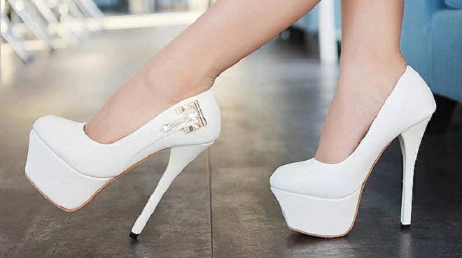 Ношение обуви с высоким каблуком