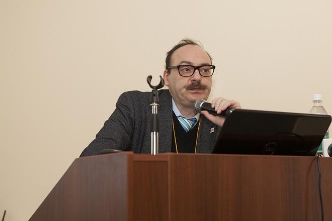 Профессор Евгений Ройтман