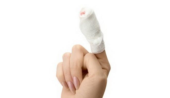 Помощь при кровотечении из пальца