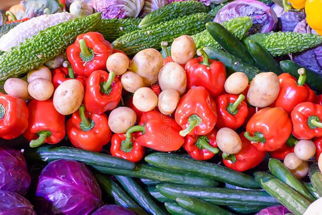 Много фруктов и овощей