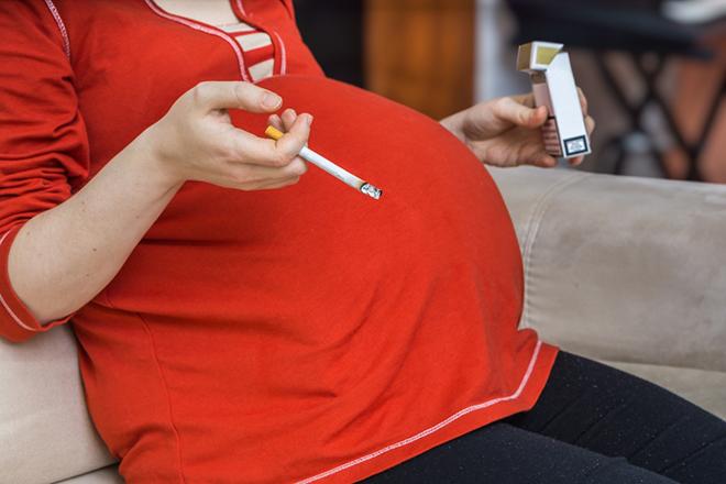 Курение беременных - одна из причин коарктации сердца у детей